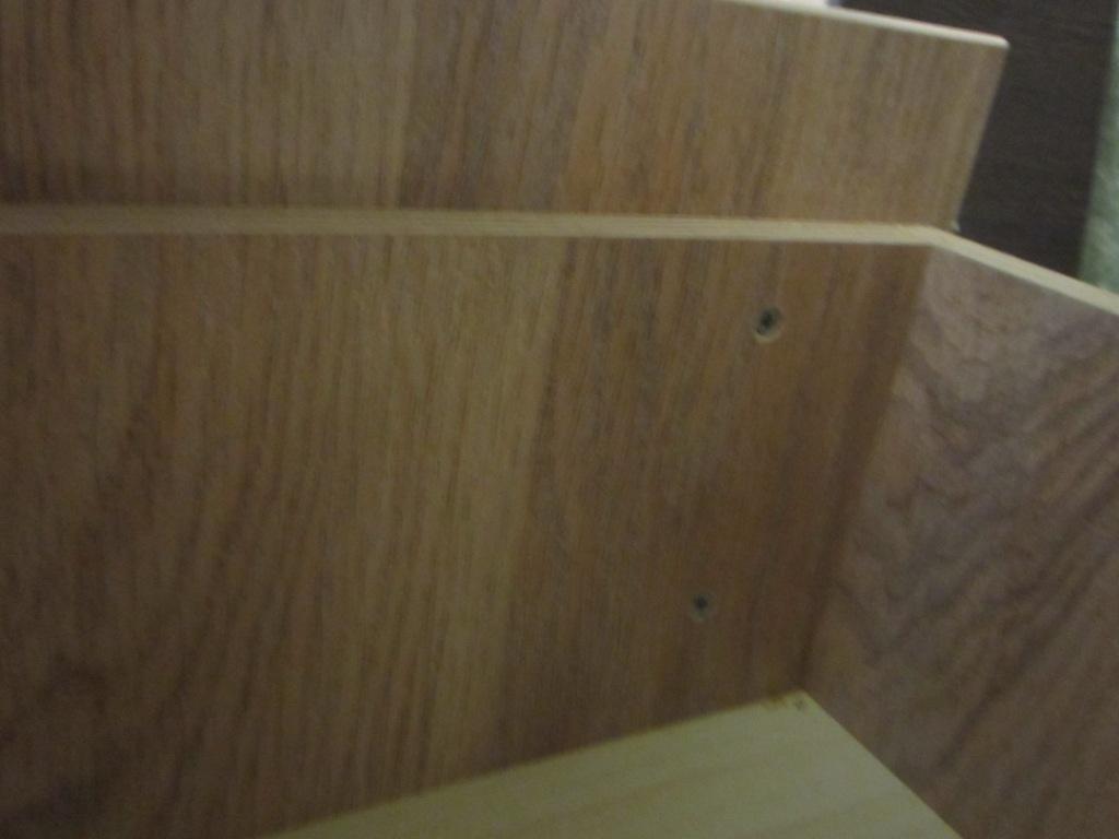 Крепим с внутренней стороны саморезами фасад к ящику.